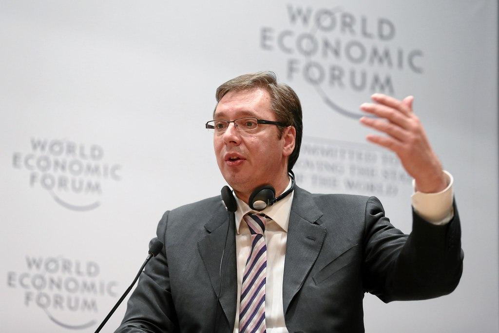 Vučić ponovo pokazuje koliko prezire radnike i radnice – 300 evra je sramota!